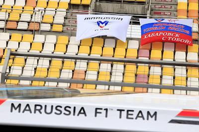 флаги болельщиков Marussia из Хабаровска на Гран-при Китая 2012