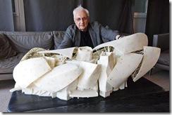 L'architecte Frank Gehry devant la maquette de la Fondation Vuitton au Bois de Boulogne à Paris le 28/05/2012 Photo Jean-Christophe MARMARA/Le Figaro