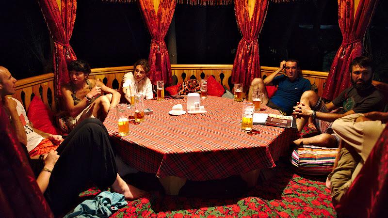 Reuntalnirea cu George si Petru si  o ultima masa adevarata inainte de Dushanbe.