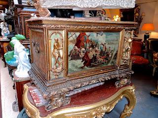 Антикварный расписной сундук 18-й век. .Дерево, резьба, роспись. 100/50/50 см. 15000 евро.