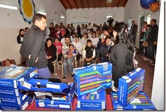 Juan Pablo de Jesús entregó netbooks del programa Conectar Igualdad
