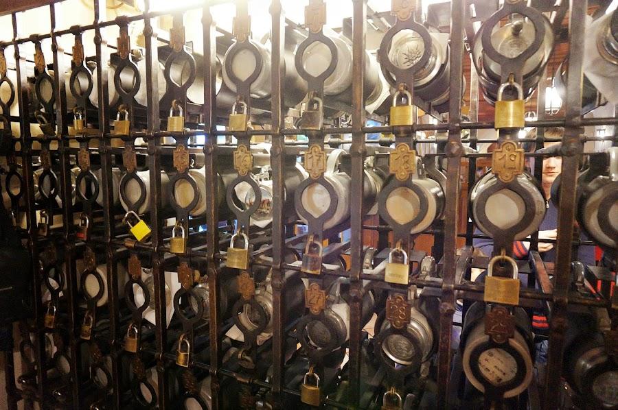 Хранилище именных пивных кружек в Хофбройхаусе