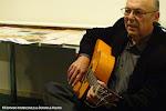"""Juan Grecos también es guitarrista en el espectáculo """"Ecos del Alma"""""""
