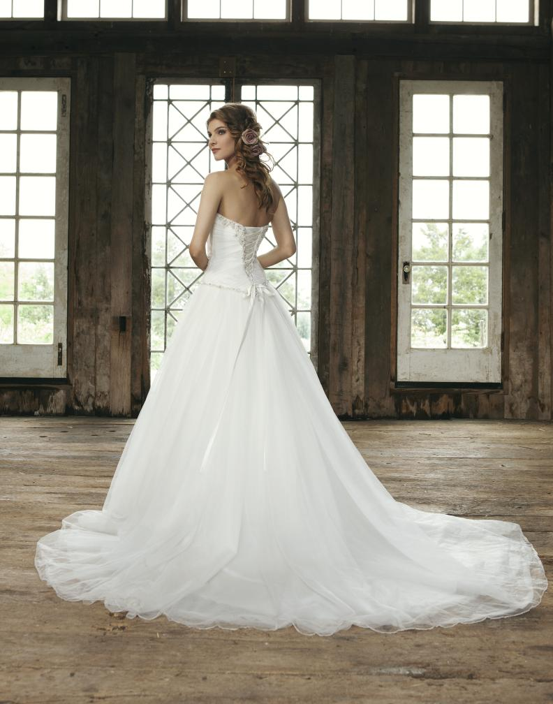 Tulle Ball Gown cinderella bridal gown.Strapless and sweetheart neckline.