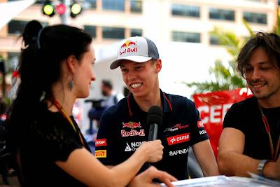 Даниил Квят дает интервью российскому телевидению на Гран-при Монако 2014