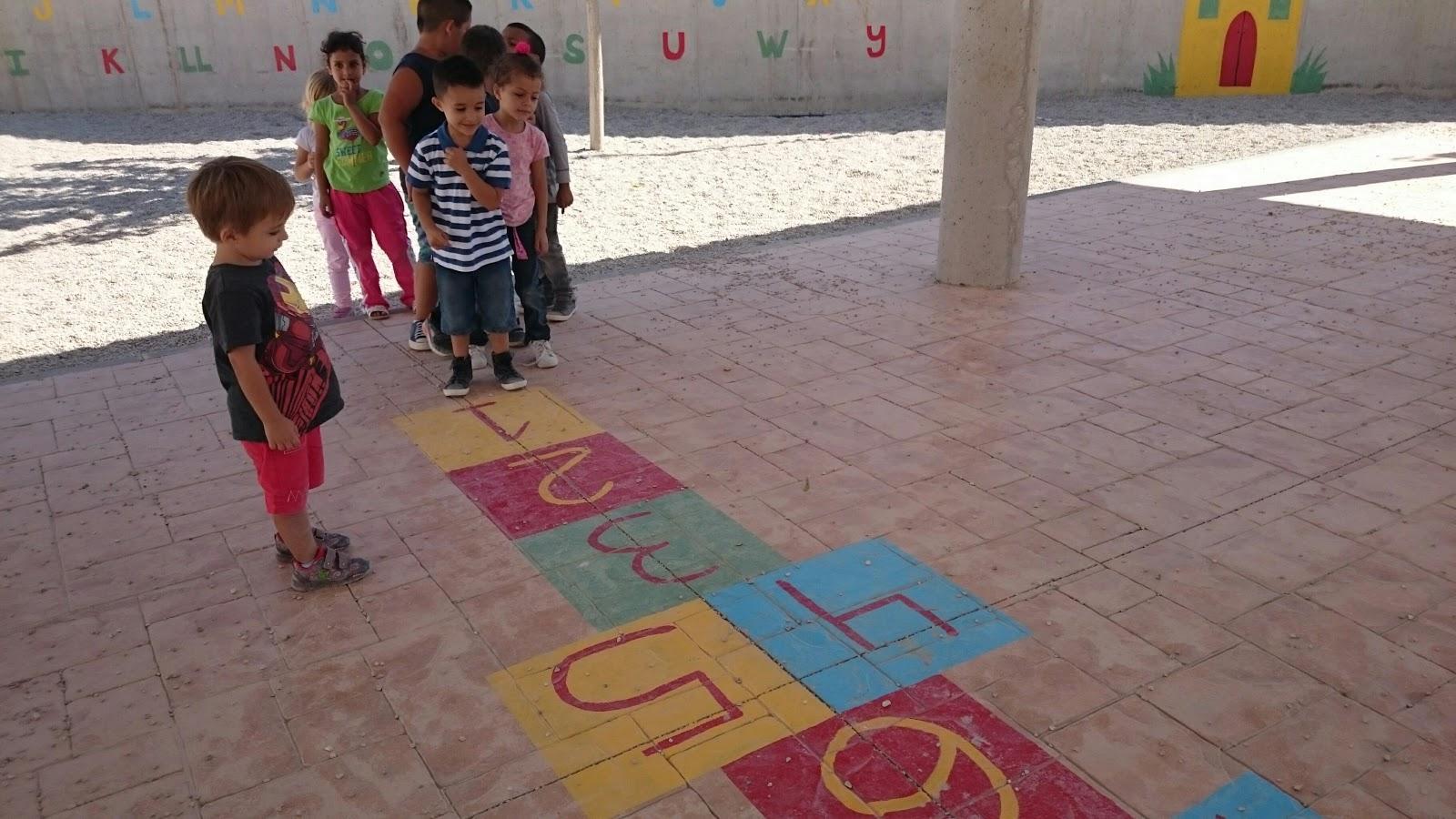 Infantil 5 a os juegos de patio la rayuela for Como iluminar un patio exterior