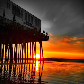 at the pier by David Pratt - Landscapes Sunsets & Sunrises ( waterscape, pier, beach, sunrise )