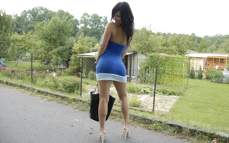 Фото на улице русских девушек ножки 18 фотография