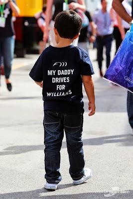 Фелипиньо Масса в футболке My daddy drives for Williams на Гран-при Испании 2014
