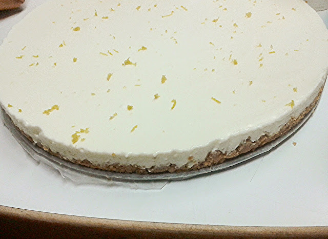 Champagne white chocolate cheesecake ready   Alinan kotona blog #recipe #cheesecake #champagne #graduation #birthday #wedding
