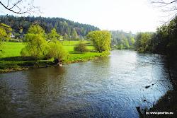 Dnes se na velké části území Doupovských hor nachází vojenský výcvikovýprostor Hradiště, největší v ČR. Na jeho území se nacházelo asi 70 obcí,které zanikly v 50. letech 20. stol. Největší z nich bylo město Doupov (v r.1861 mělo 1564 obyvatel), které bylo samostatným soudním okresem. Nízká obydlenost a návštěvnost tohoto území v posledních desetiletích nadruhou stranu prospěla přírodě. Nacházejí se zde ohrožené druhy rostlina živočichů, např. některé druhy orchidejí nebo čáp černý.
