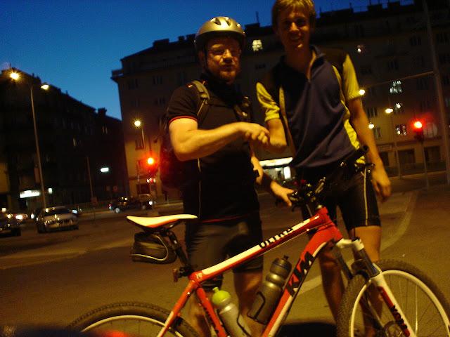 Kriss który jechał specjalnie zemną 4km przez Wiedeń, aby pokazać mi miejsce odjazdu mojego busu do Katowic...   ludzie są dobrzy !