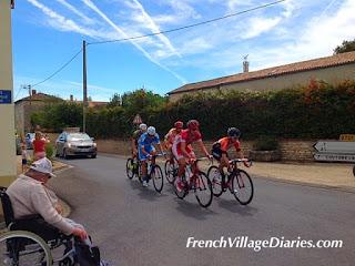 French Village Diaries Tour du Poitou-Charentes 2015 breakaway