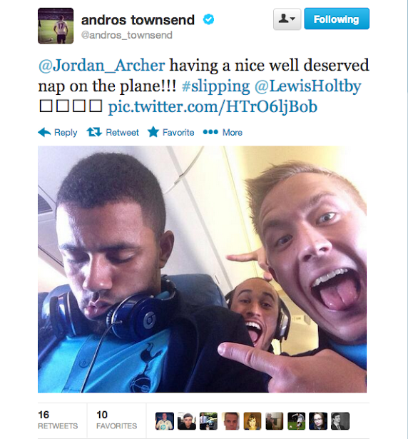 Screen+Shot+2013 09 21+at+23.04.49 Lewis Holtby & Andros Townsend prank a sleeping Jordan Archer on Spurs plane to Cardiff