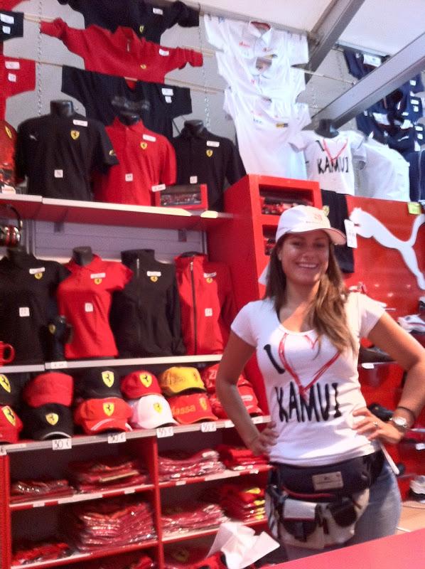 футболка Я Люблю Камуи в магазине мерчендайза на Гран-при Германии 2011