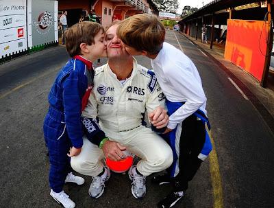 Рубенс Баррикелло с сыновьями на картинге во время уикэнда Гран-при Бразилии 2010