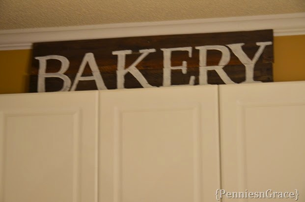 Bakery pallet sign