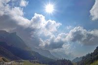 Kurz vor der Scheitelhöhe des Passo Rolle (1970m) ein Blick zurück. Weiter über Passo di Valles (2032m) und Passo di Fedaia (2057m).