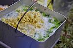 danie narodowe Indonezjo - IndoMie, dziś gotowane ze szczypiorkiem