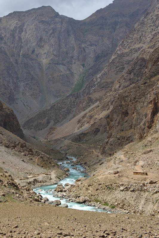 Rauri albastre pe partea afghana.