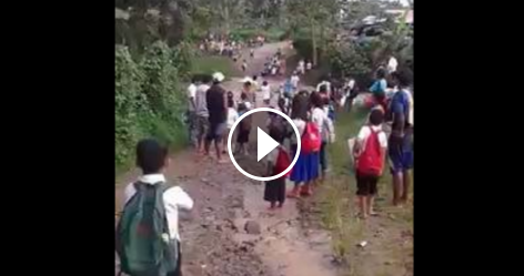 Image of Overflowing River Threaten the Lives of School Children in San Jose, Lemery, Iloilo