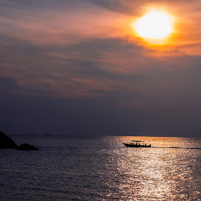 Sunset at Tioman by Hendrik Cuaca - Landscapes Sunsets & Sunrises