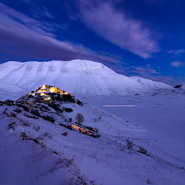 The lights of Castelluccio di Norcia in the snow by Mauro Fini - Landscapes Mountains & Hills ( eartquake, snow, sibillini, castelluccio di norcia, redentore )