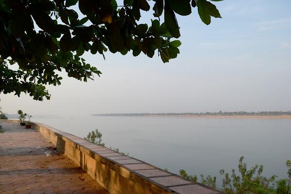 кратье город камбоджа меконг набережная