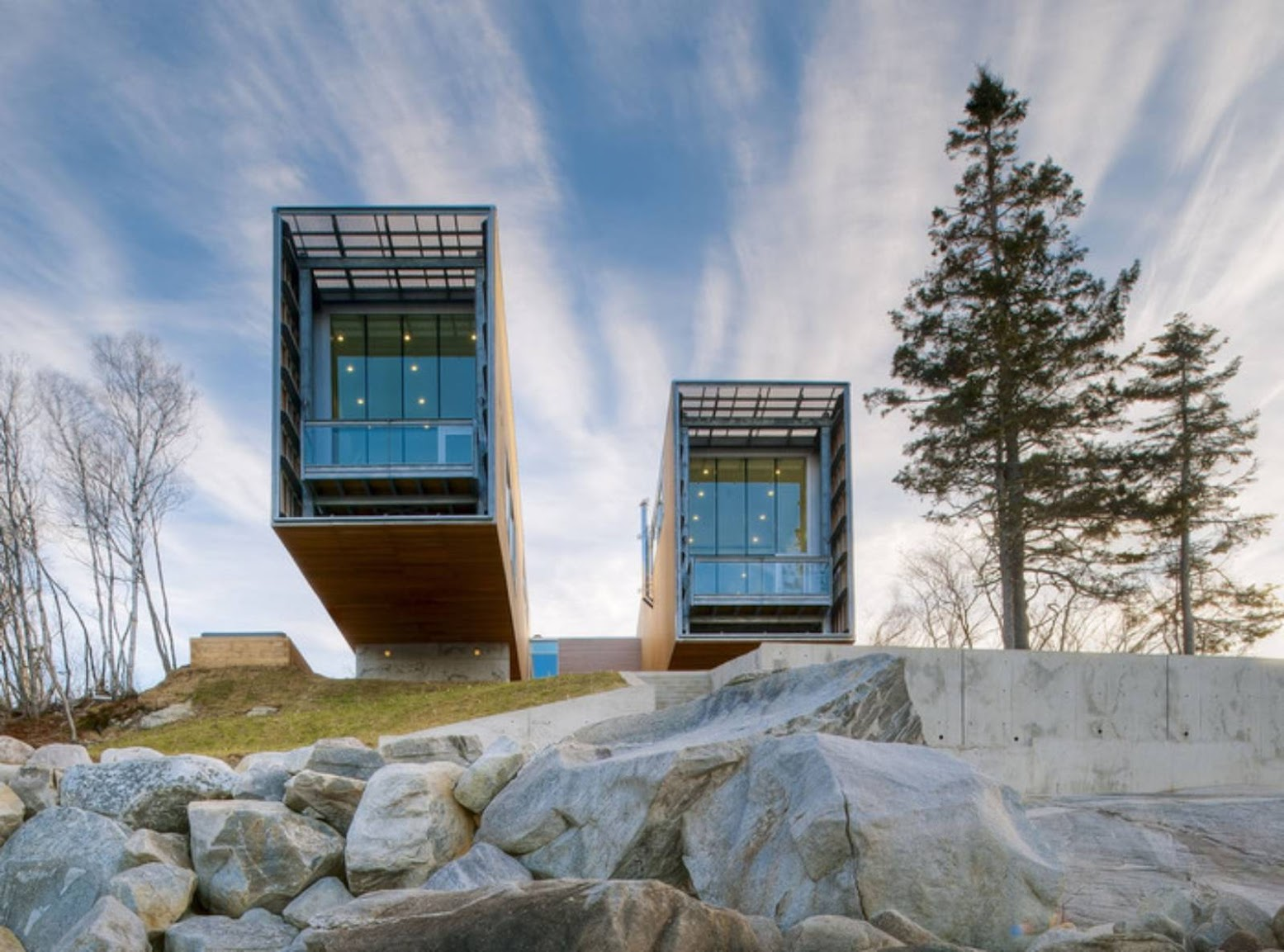 Nuova Scozia, Canada: [TWO HULLS HOUSE BY MACKAY-LYONS SWEETAPPLE ARCHITECTS]