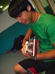 Óscar a la guitarra