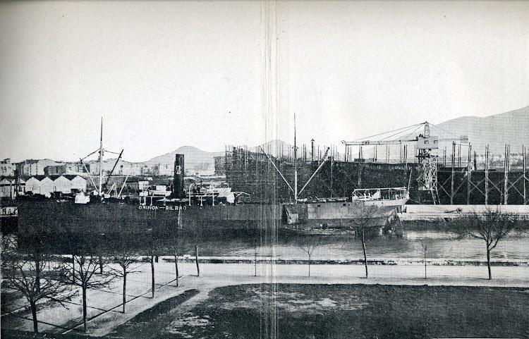 Año 1.917. Astilleros de Euskalduna. El ORIÑON en reparación. Foto del libro La Industria Naval Vizcaina.JPG