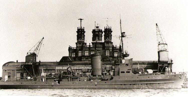 El M-421 en Holanda. Habia sido construido por Wilton Fijenoord. De la web Navyworld. Narod ru.jpg