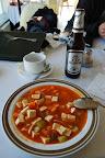 Tofu z ogórkiem, marchewką i sosem