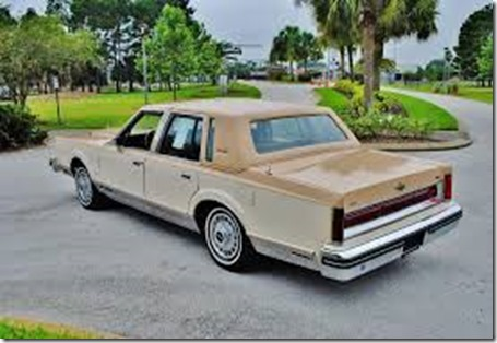 1984_Lincoln_Towncar_rear