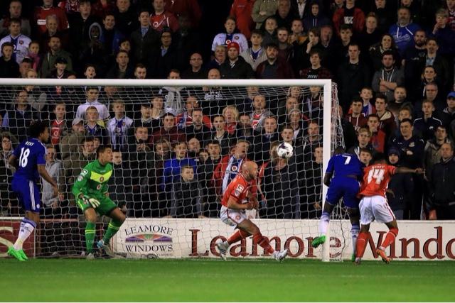 Com gols de brasileiros, Chelsea vence o Walsall pela Capital One Cup