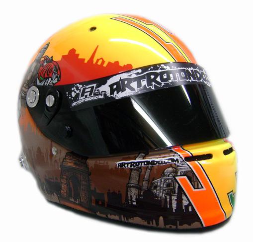 шлем Нараина Картикеяна для Гран-при Индии 2011 - вид спереди