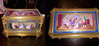 Изумительная шкатулка из бронзы с расписным фарфором. 19-й век. Золочёная бронза, севрский фарфор, ручная роспись. 30/20/15 см. 25000 евро.