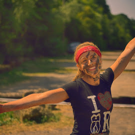 Airplane ! by Marco Bertamé - Sports & Fitness Other Sports ( mud, améville, airplane, face paint, wide open, lady, the mud day, arm, smile, teeth, running )