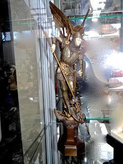 Скульптура рыцаря убивающего дракона. 19-й век. Серебро, бронза, кость. Высота 30 см.