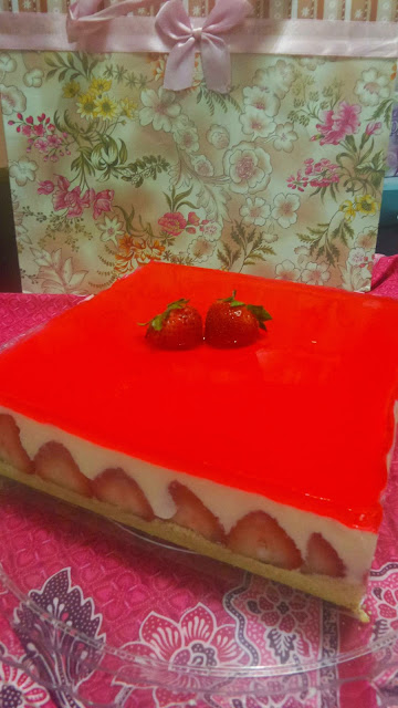 TRIFFLE CHILLED STRAWBERRY CHEESE CAKE