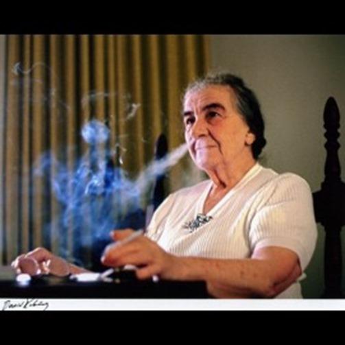 david-rubinger-golda-meir-smoking-