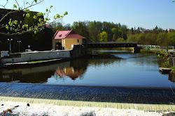 Vodácké informace: Následují 2 jezy!  Nejbližší tábořiště - Tršnice ř.km. 234