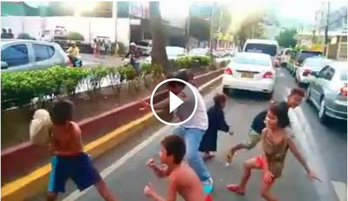 Image of Street Children in Cebu Dances ALBATRAOZ