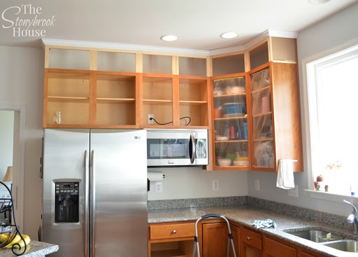 crown molding fridge side extending kitchen cabinets to the ceiling   the stonybrook house  rh   thestonybrookhouse com