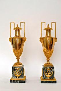 Две антикварные вазы в стиле Ампир. 19-й век. Позолоченная бронза, мрамор. Высота 51 см. 6800 евро.