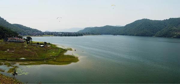 озеро фева покхара панорама