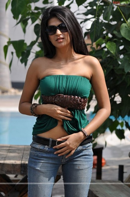shraddha das boobs