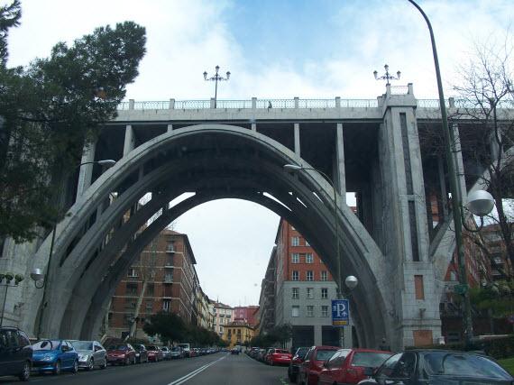 Obras en 12 puentes y pasos inferiores, entre ellos el viaducto de Bailén