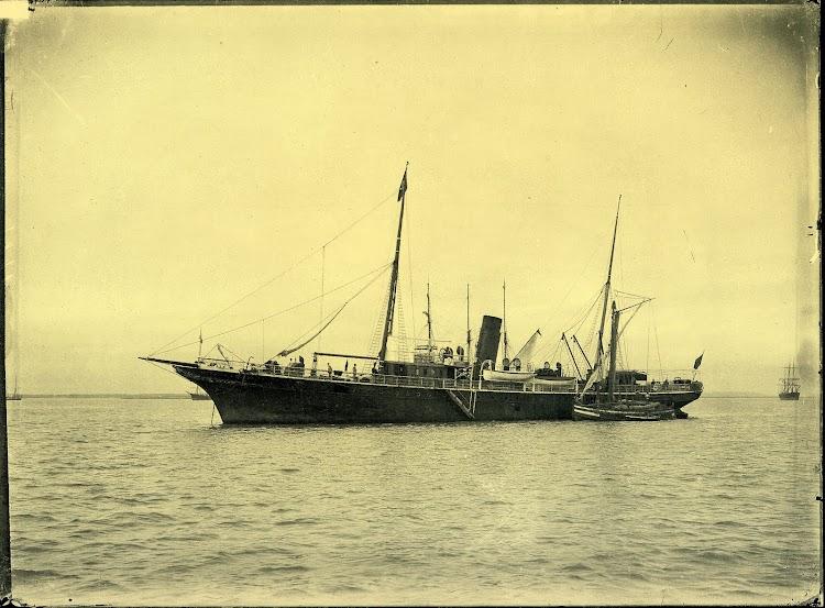 1892. Vapor JOAQUIN PIELAGO. Cadiz. Foto Felix Barrio Fort. Del libro La Imagen del Acero. 125 Años del Astillero de Puerto Real.jpg