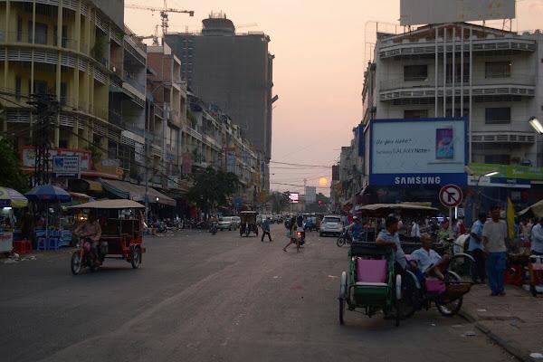 улица пномпень закат